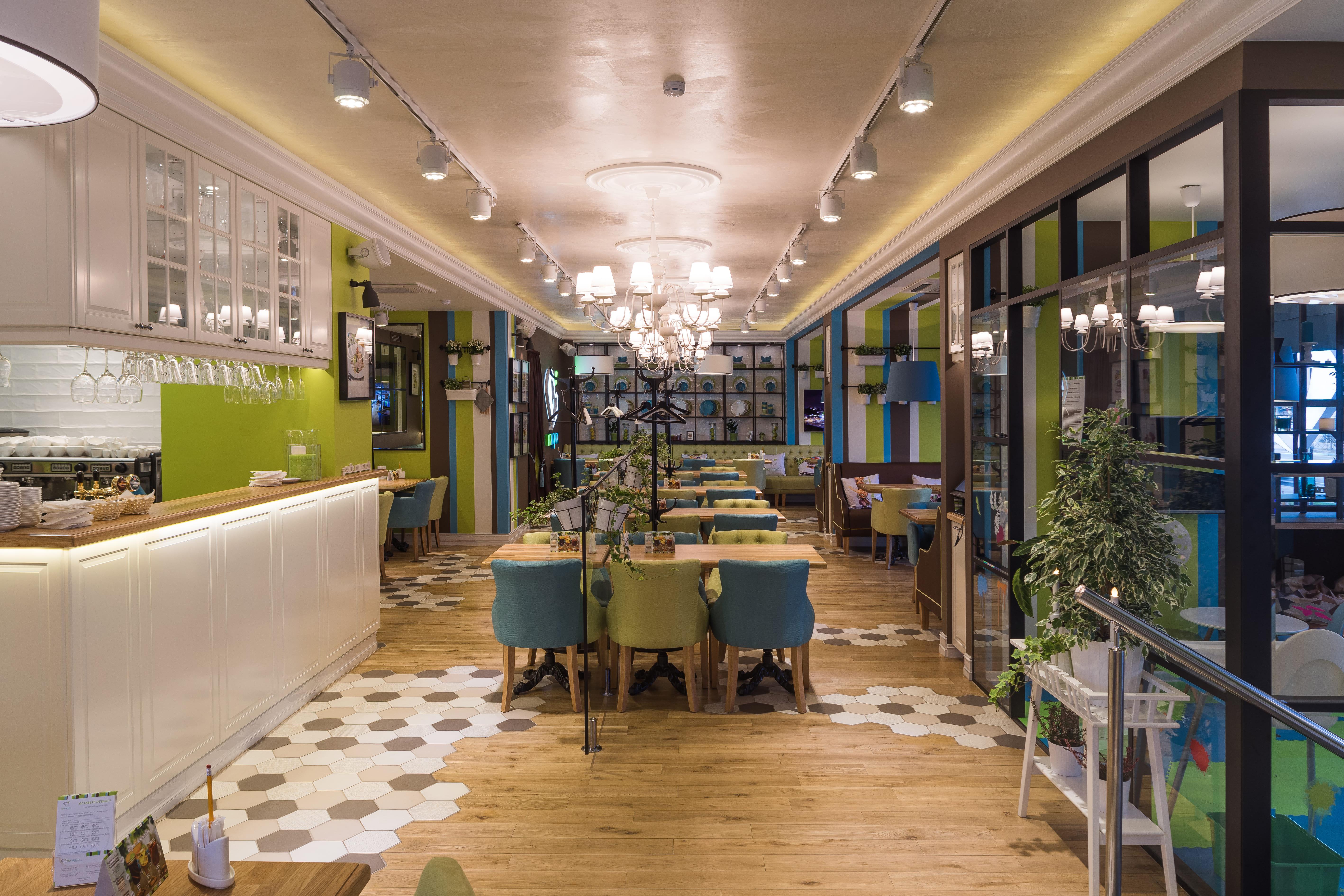 Самый просторный ресторан сети с детской комнатой.