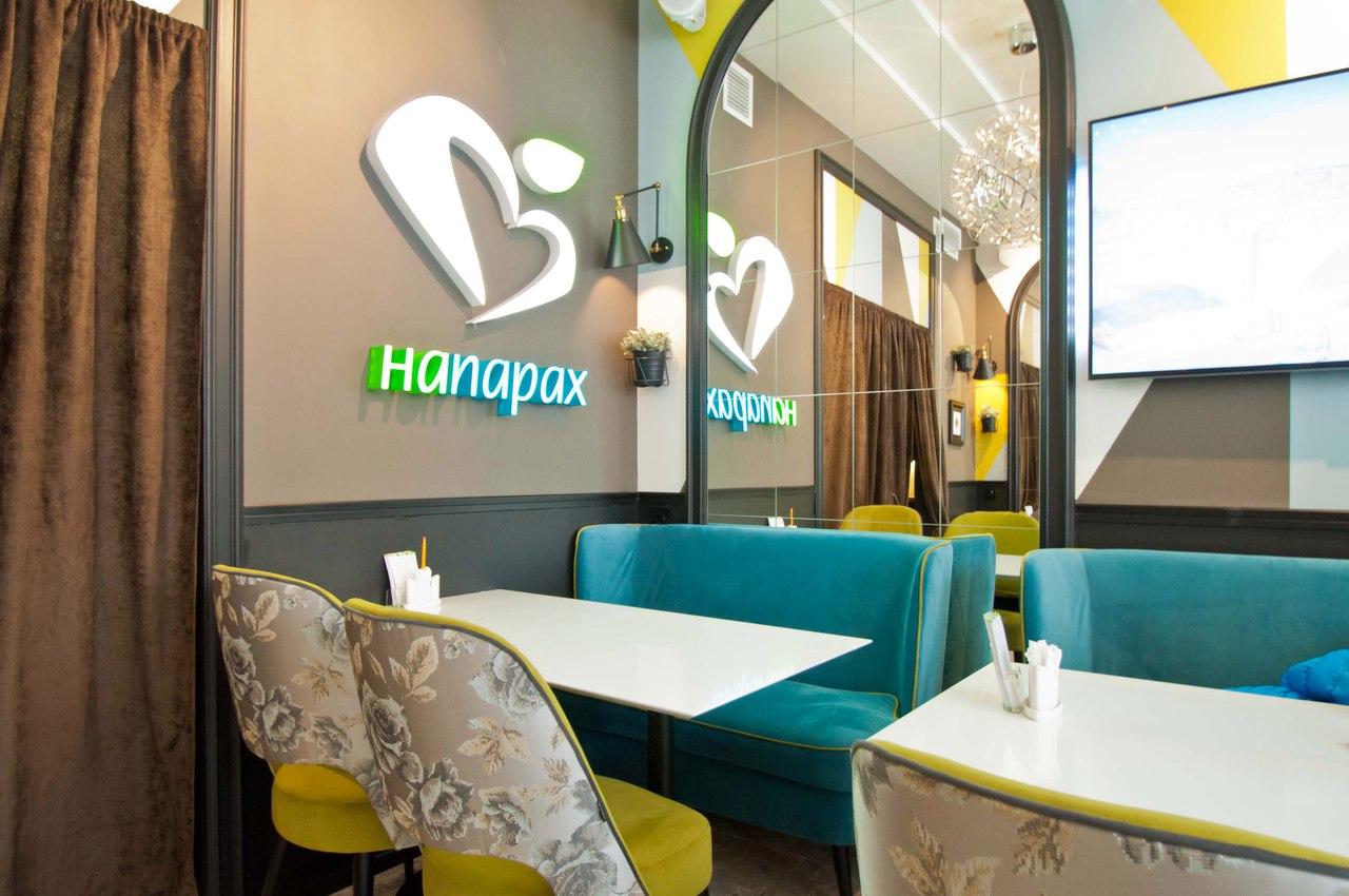 Ресторан, расположенный на пешеходной линии Васильевского острова. В ресторане есть детская комната, а летом открыта летняя терраса.